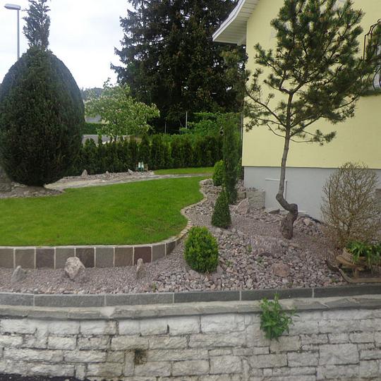 Steingarten mit verschiedenen Kombinationen