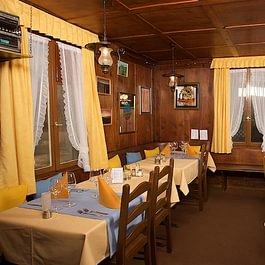 die gemütliche Gaststube im über 120-jährigen Haus