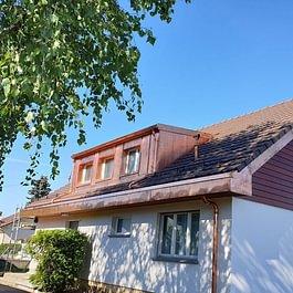 Rénovation d'une toiture (comprenant changement de l'isolation, pose d'une sous-couverture isolante et étanche, changement de la sous-construction et de la couverture), à Chavornay