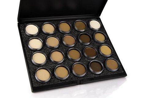 Maquillage de beauté par Mehron, Grimas et Kryolan