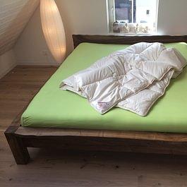 Fischer Massiv Holz Möbel, Oberaach - Arven-Duvet / Nussbaum-Massivholz-Bett