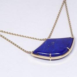 Collier en or jaune écologique et lapis lazuli, création Graines d'étoile.