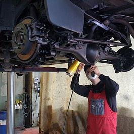 Unterbodenbehandlung Garola Garage in Pragg-Jenaz