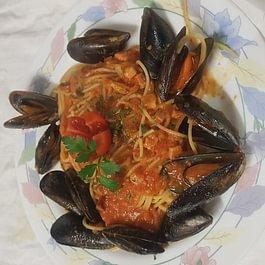 Spaghetti all`amatriciana di mare con cozze