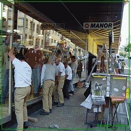 Remplacement de vitrines de magasins ou de boutiques.