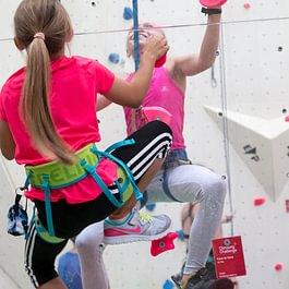 Durchsichtige Kletterwand - ein besonderer Spass zu zweit.