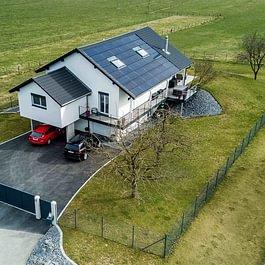 Prise de vues aériennes d'une villa avec notre partenaire Aerix