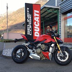Frisch eingetroffen! Die neue Ducati Streetfighter V4 S. Jetzt Probefahrt buchen!