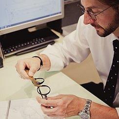 JDK Optic - St. Moritz - Brillenhandwerk aus einer Hand. Jean Daniel Kammermann reserviert gerne für Sie einen Beratungstermin