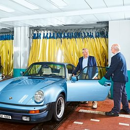 Fahrzeugübergabe Ausfahrt Porsche