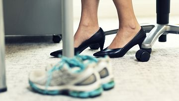 Abnehmen im Büro - einfache Fitnessübungen im Alltag