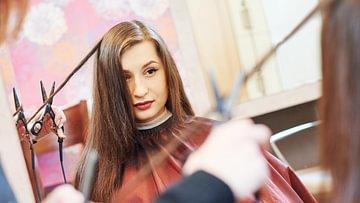 Warum und wie oft sollte man die Spitzen schneiden? Regelmässige Friseurbesuche müssen sein, damit die Haare gesund und schön bleiben.