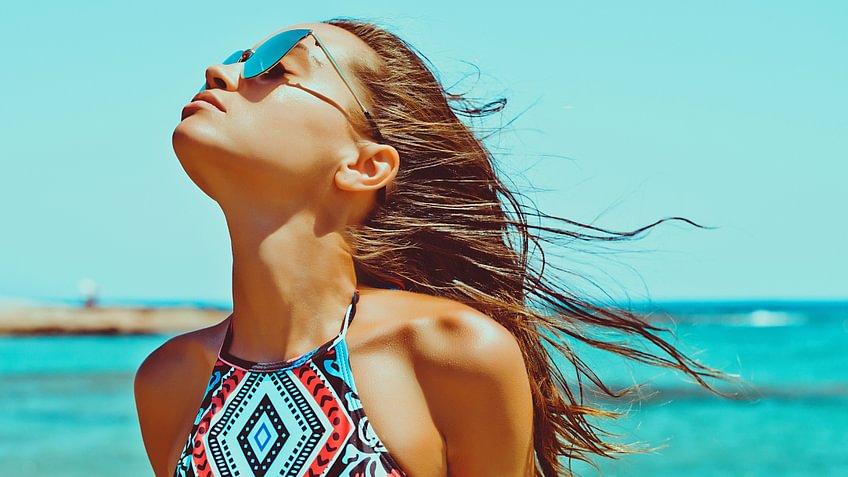 Sommer, Sonne Strand: Doch wie trocknet man Haare am besten ohne sie zu beschädigen?